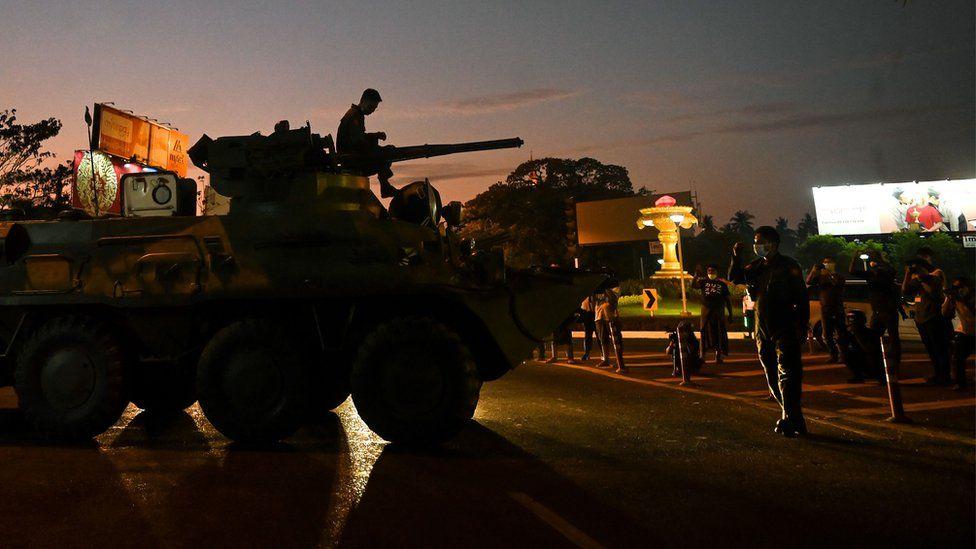 म्यानमारमा सैन्य 'कू' को विरोधमा भइरहेको प्रदर्शनलाई दबाउने सेनाको प्रयास
