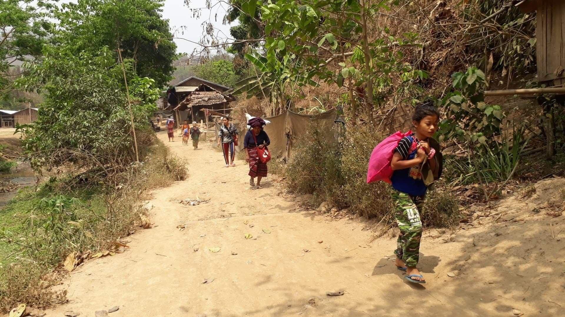 नागरिकमाथि हवाई हमला पनि गर्न थाल्यो म्यानमारको सेना, शरणार्थी बन्न तीन हजार पुगे थाइल्याण्ड