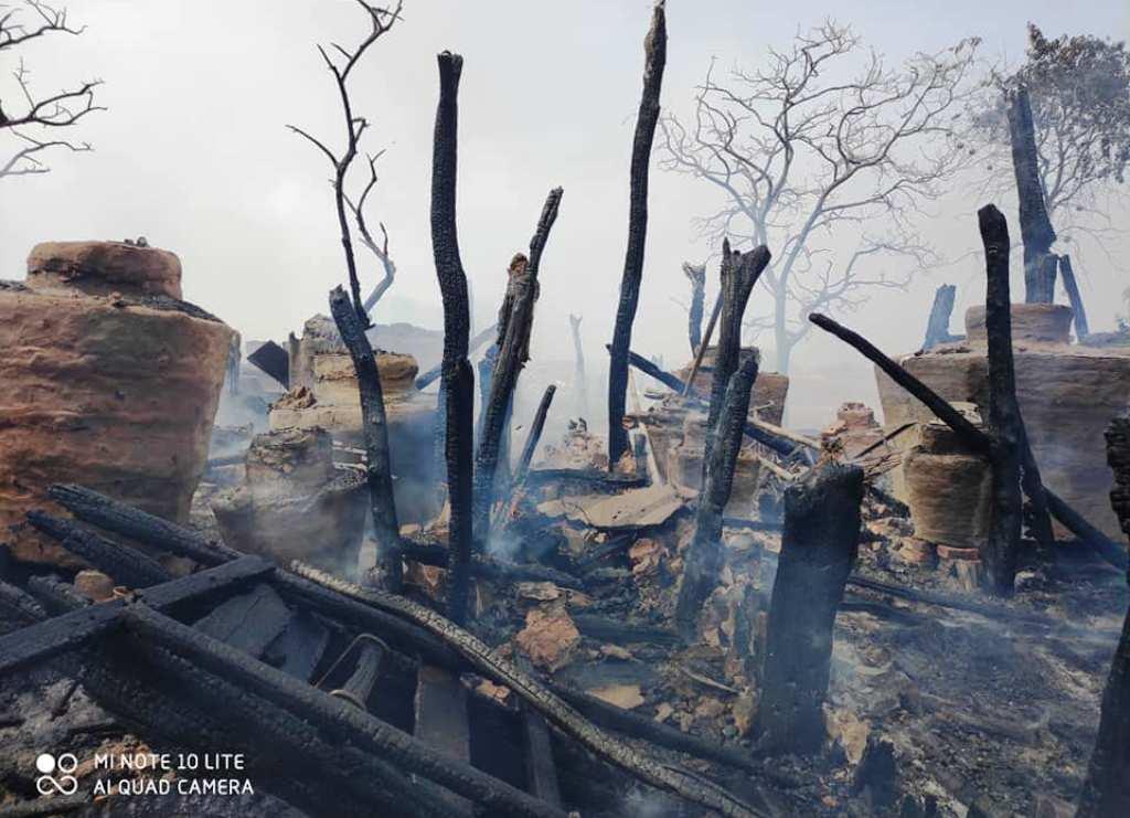 नरैनापुर १ सुइया गाउँमा २४ घर जलेर खरानी