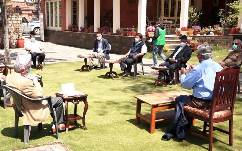 नेपाली कांग्रेसको पदाधिकारी बैठक बस्दै