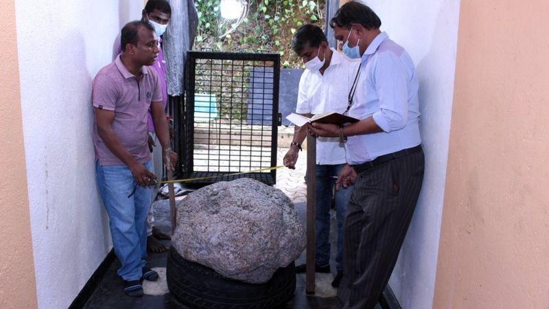 श्रीलङ्कामा झन्डै १२ अर्ब नेपाली रुपैयाँसम्म मूल्य पाउने रत्न एकैढिक्कामा फेला