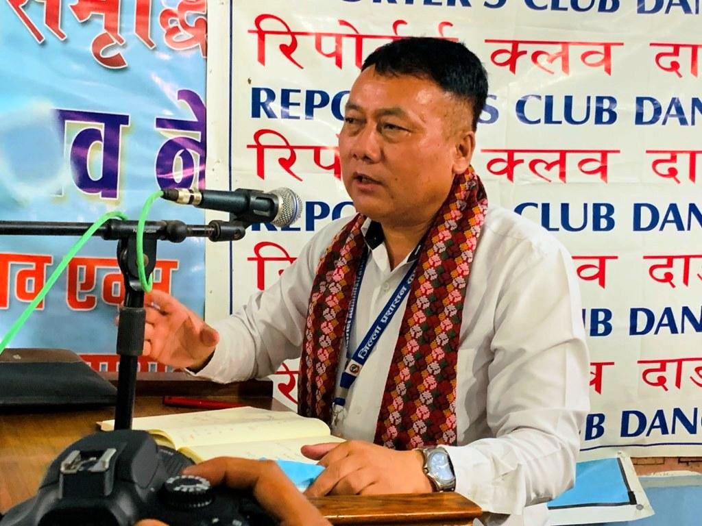 प्रमुख जिल्ला अधिकारी रामबहादुर कुरुम्बाङको सक्रियता र कामप्रतिको निष्ठालाई सबैतिरबाट सम्मान